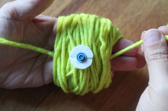Diy le pompon amovible innamorata - Pompon en laine avec carton ...