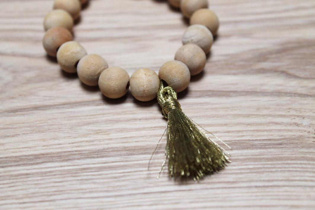 bracelet bois pompon or
